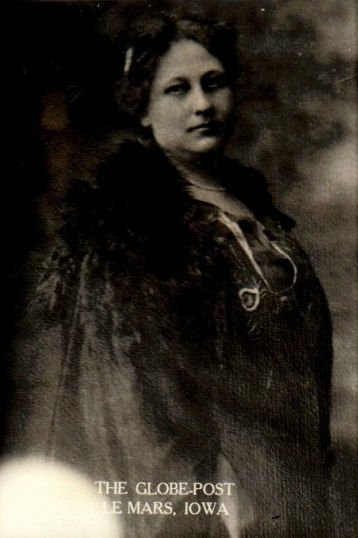 Photograph of Maybelle Trow Knox from the Le Mars Globe-Post