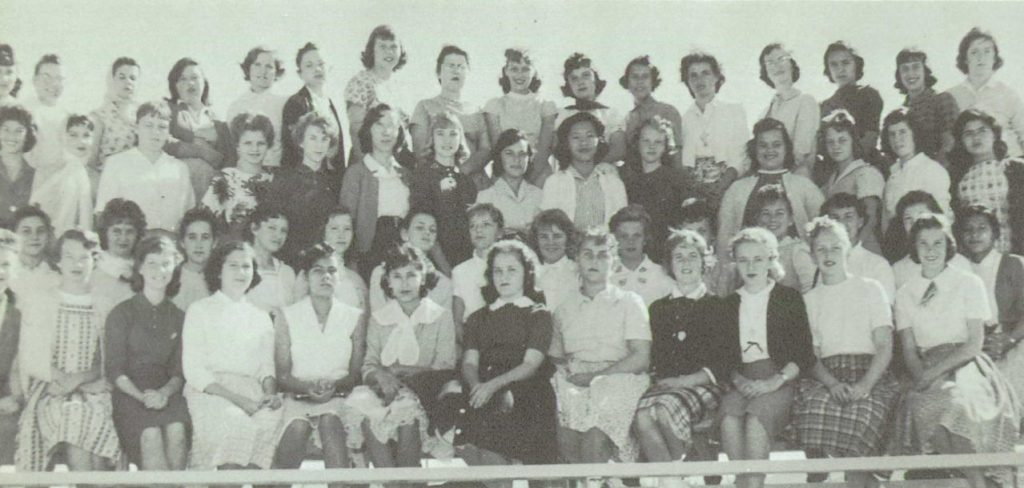 1960 photograph of the 8th Grade Class at Flowing Wells High School. Linda Marie Ault is in the back row, fourth in from the far right.