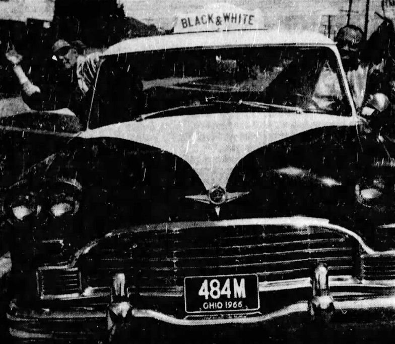 Taxi drivers Paul Mertz (left) and Chet Reneau (right).