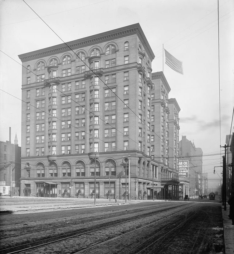 Planters Hotel in St. Louis, circa 1901.