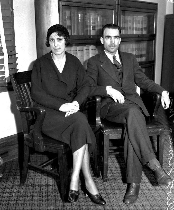 Elliot B. Thomas and his wife Olive Thomas await his trial, Los Angeles, November 1932.