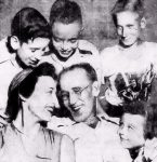 Etta R. Crosbie and Jesse L. Garrett with their children